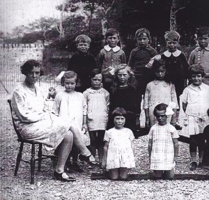 Alice with pupils at Kilkhampton school, 1928